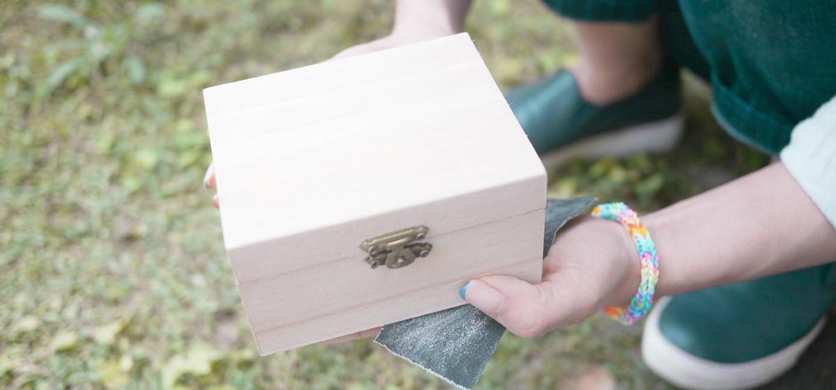 小さな木箱